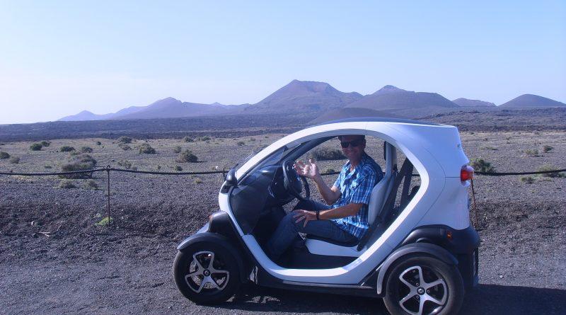 Elektroauto beim Kreuzfahrt Tag auf Lanzarote