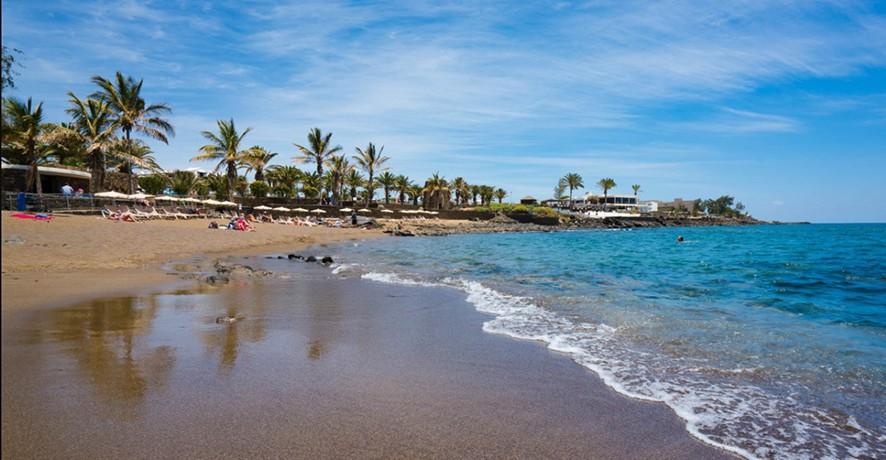 Playa Bastián in Costa Teguise